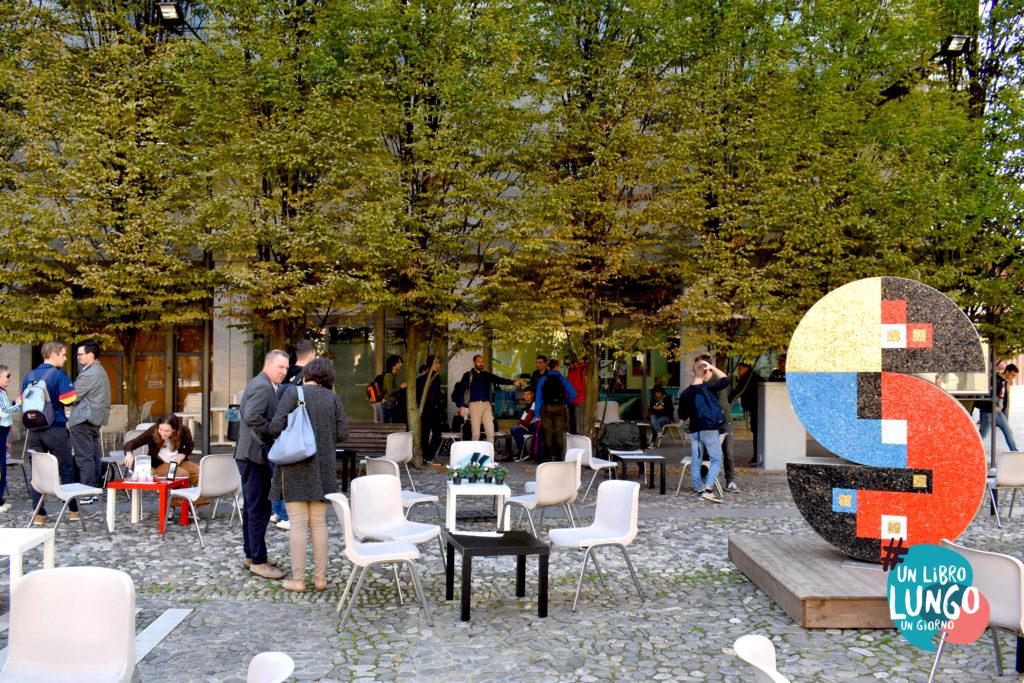 Piazza Garibaldi a Spilimbergo con postazioni lettura